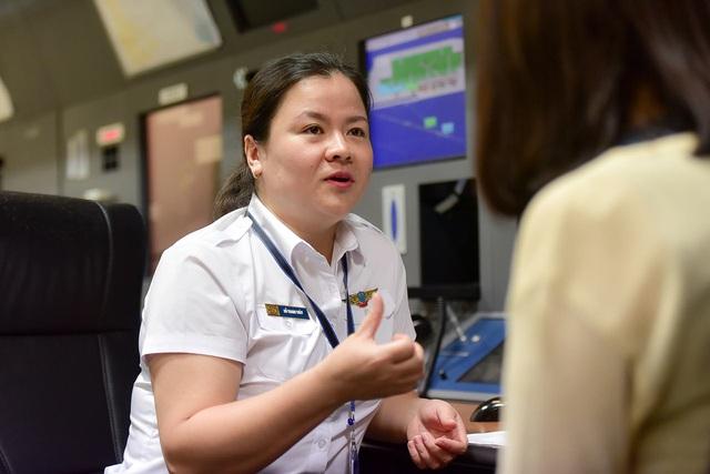 Nữ kiểm soát viên 3 lần điều hành chuyên cơ Tổng thống Mỹ tới Việt Nam - 1