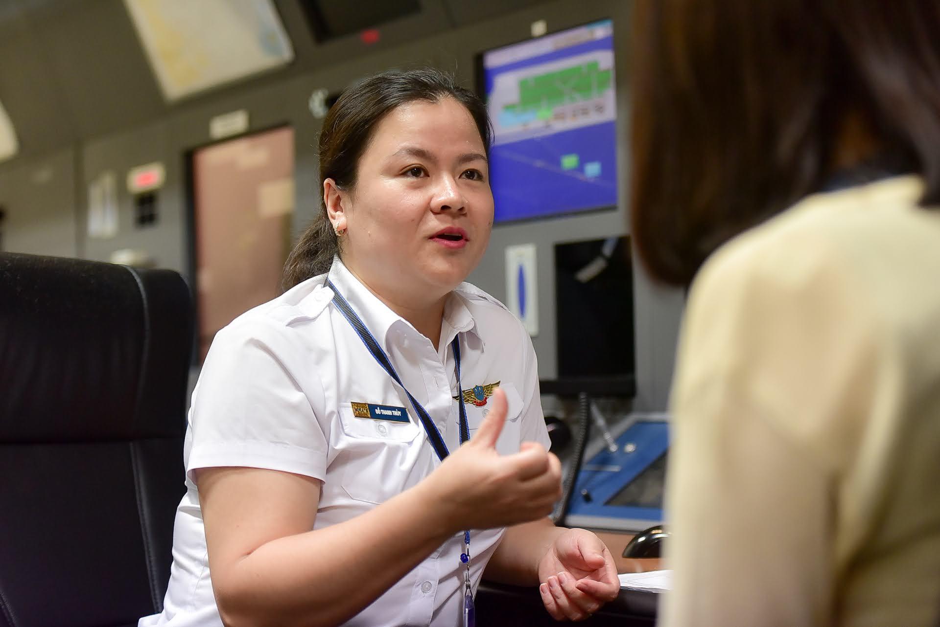 Nữ kiểm soát viên 3 lần điều hành chuyên cơ Tổng thống Mỹ tới Việt Nam
