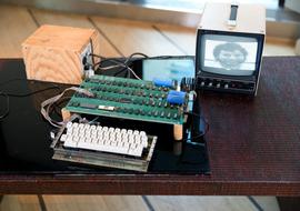 Những chiếc máy tính Apple cũ kĩ với giá hàng chục tỷ đồng