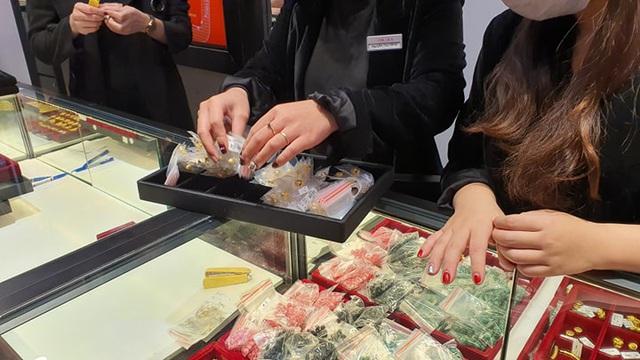 Mua vàng vía Thần Tài, giá vàng lỗ gần 2 triệu đồng/lượng - 1