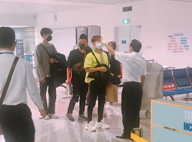 200 khách từ nước có dịch cúm bị từ chối nhập cảnh tại sân bay Tân Sơn Nhất - 3