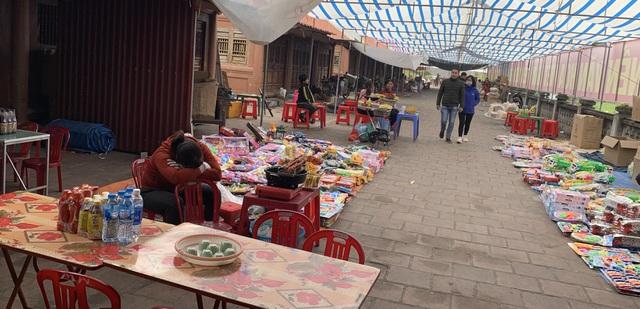Dân buôn vừa bán hàng vừa ngủ gật, kinh tế Việt Nam ảm đạm vì corona - 2