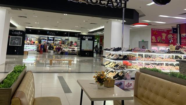 Dân buôn vừa bán hàng vừa ngủ gật, kinh tế Việt Nam ảm đạm vì corona - 3