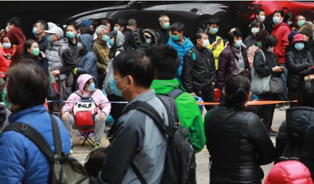 Nguồn cung khan hiếm, người Hong Kong hấp khẩu trang để tái sử dụng - 2