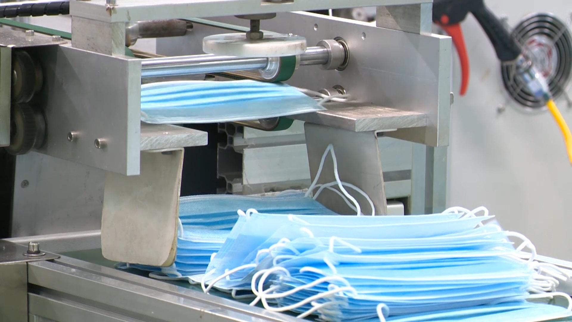 Khẩu trang, nước rửa khô, nguyên liệu chính thức được miễn thuế nhập khẩu