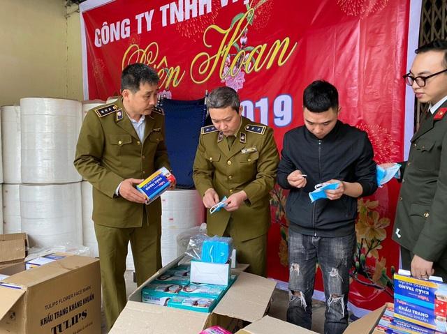Kinh hoàng: Phát hiện xưởng làm khẩu trang kháng khuẩn bằng… giấy vệ sinh - 1
