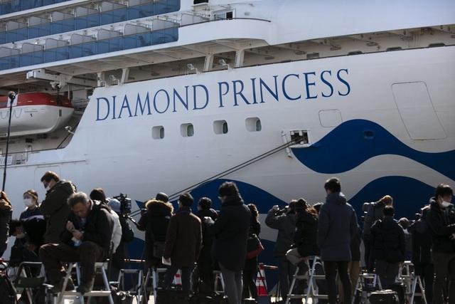 Mỹ đưa 14 người nhiễm virus corona trên du thuyền ở Nhật Bản về nước - 1
