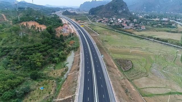 Phương tiện giảm mạnh trên tuyến đường thông thương Việt Nam - Trung Quốc - 1