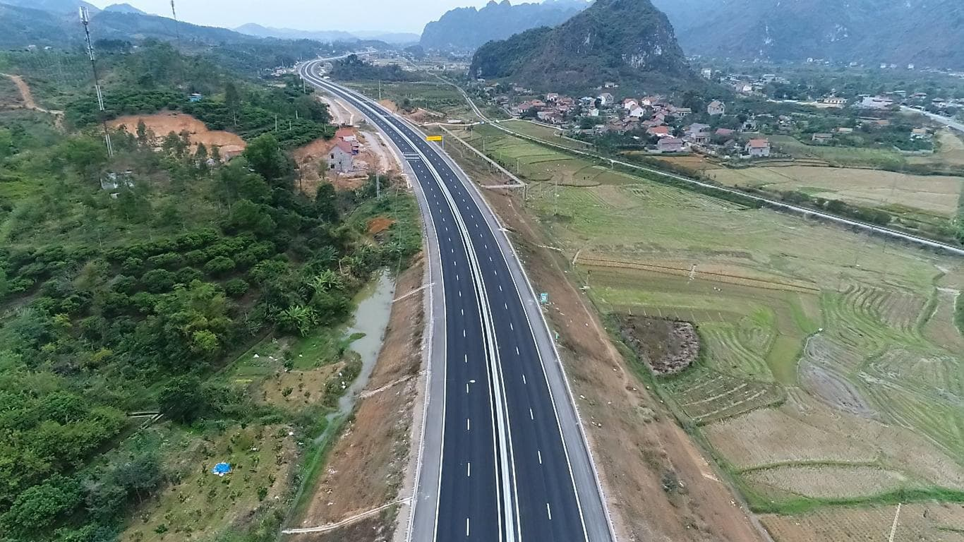 Phương tiện giảm mạnh trên tuyến đường thông thương Việt Nam - Trung Quốc