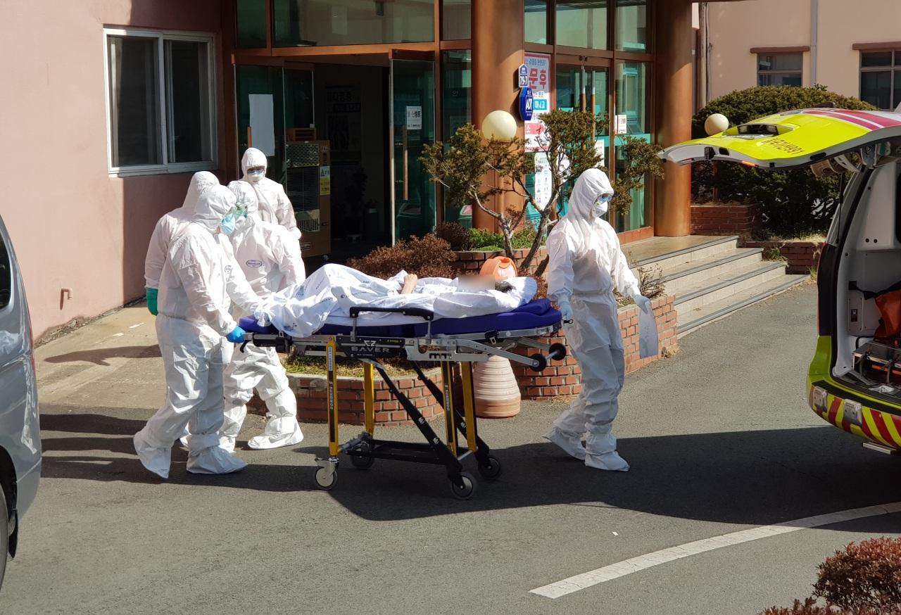 Số ca nhiễm virus corona ở Hàn Quốc lên 833 người