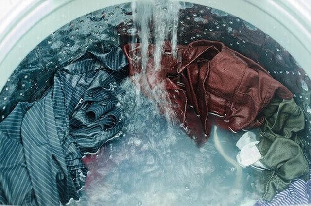 Chọn mức nước, bột giặt và những cách giúp tiết kiệm điện cho máy giặt - 1