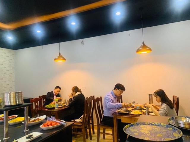 Bắc Ninh: Nhà hàng sụt giảm gần chục lần vì khách Hàn không ra ngoài - 2