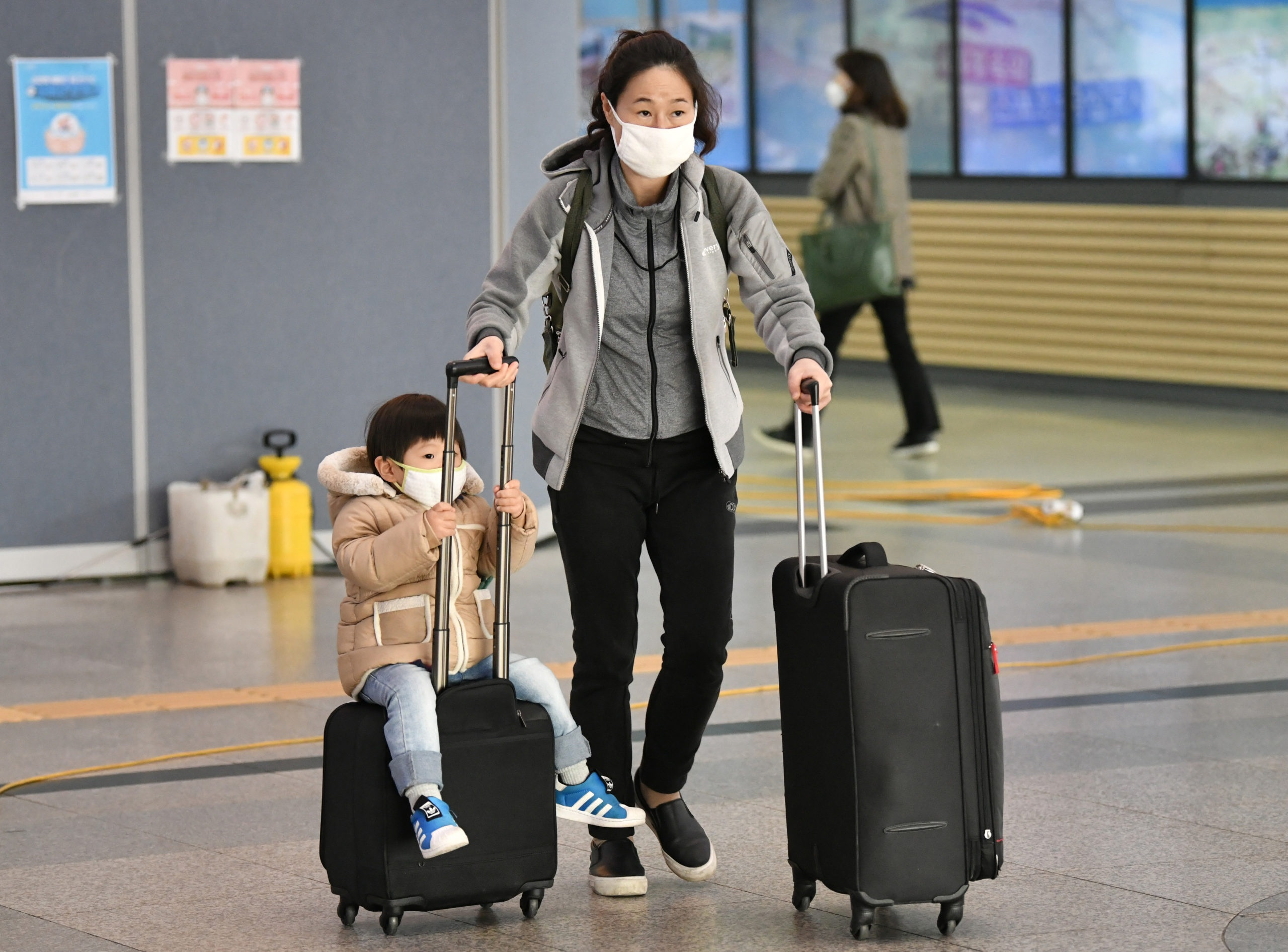 Hơn 50 quốc gia, vùng lãnh thổ hạn chế nhập cảnh với người đến từ Hàn Quốc