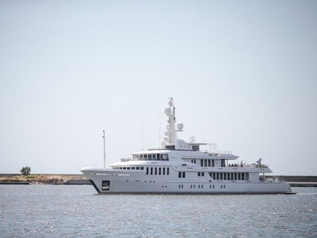 Cận cảnh siêu du thuyền hơn 450 tỷ đồng được mạ vàng - 1