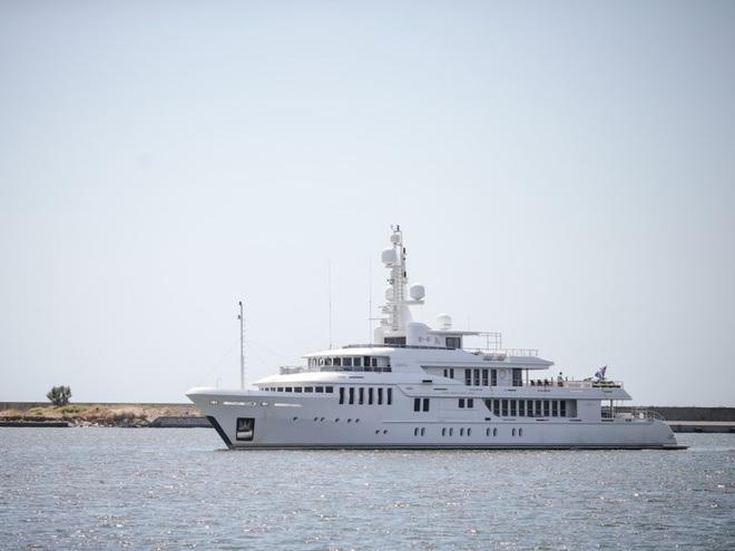 Cận cảnh siêu du thuyền hơn 450 tỷ đồng được mạ vàng