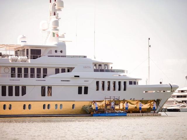 Cận cảnh siêu du thuyền hơn 450 tỷ đồng được mạ vàng - 7