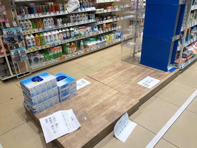 """Siêu thị ở Nhật Bản """"cháy"""" giấy vệ sinh vì tin đồn về dịch Covid-19 - 1"""