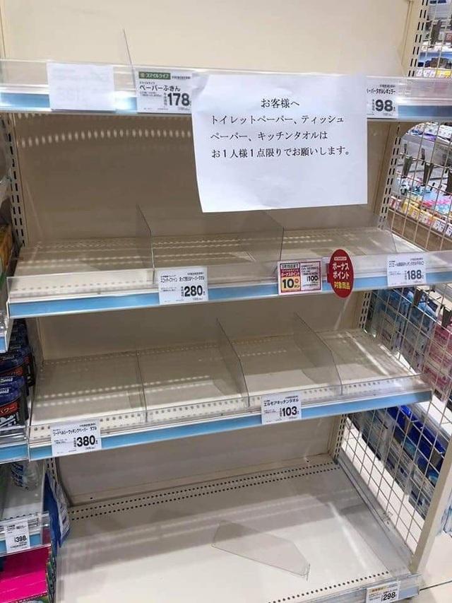 """Siêu thị ở Nhật Bản """"cháy"""" giấy vệ sinh vì tin đồn về dịch Covid-19 - 4"""
