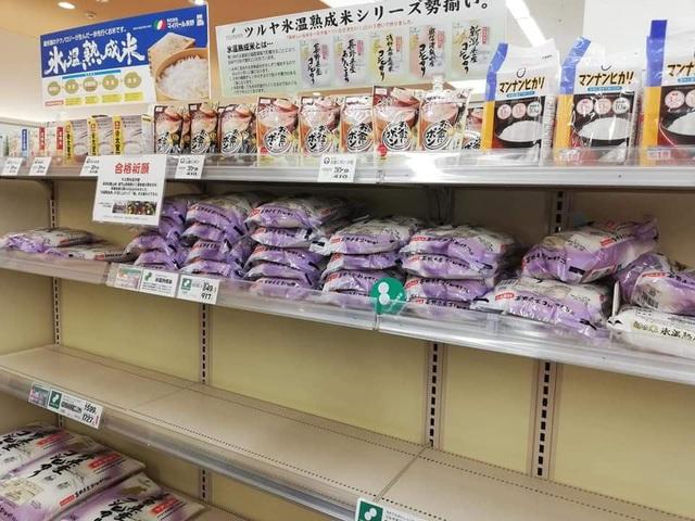 """Siêu thị ở Nhật Bản """"cháy"""" giấy vệ sinh vì tin đồn về dịch Covid-19 - 7"""