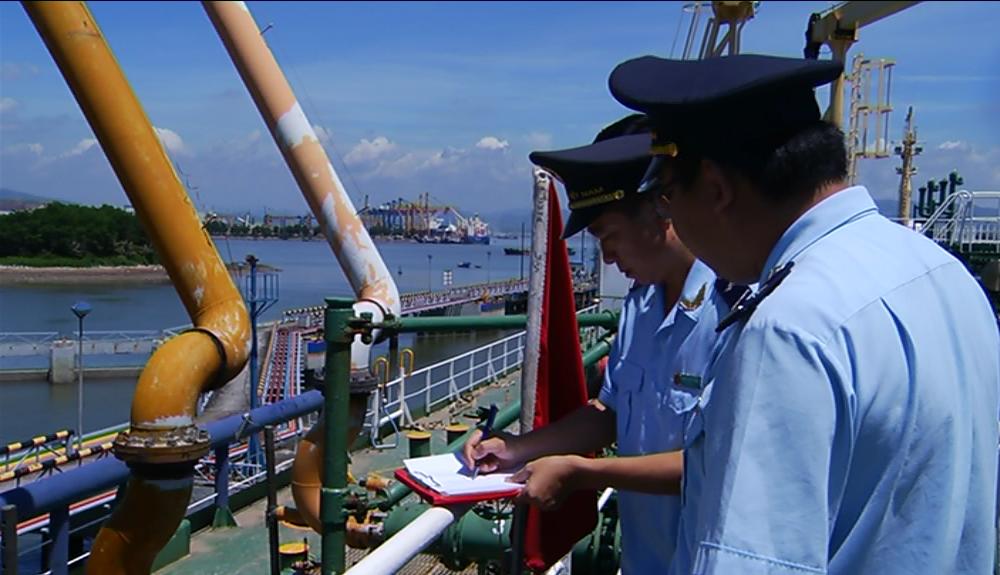 Kiểm chặt khai gian mã số thuế nhập khẩu xăng dầu