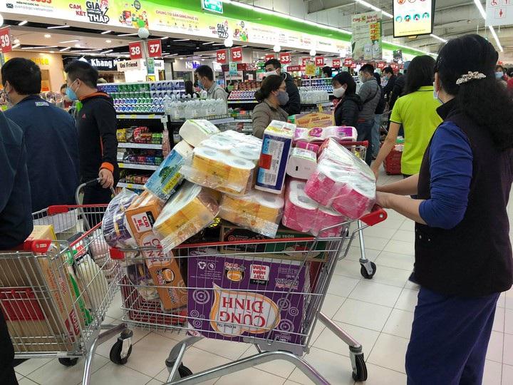 Thủ tướng: Không để xảy ra trình trạng mua gom hàng hóa để dự trữ