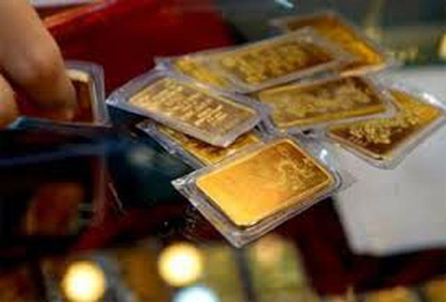 Giá vàng lao dốc không phanh, lực bán ra mạnh - 1