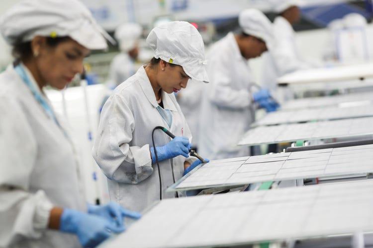Hãng xe Trung Quốc trở thành nhà sản xuất khẩu trang lớn nhất thế giới