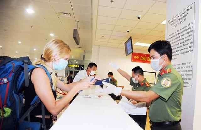 Việt Nam sẽ tạm dừng cấp visa với tất cả du khách trong 15-30 ngày