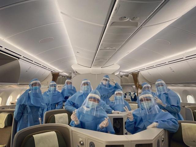 """Tiếp viên hàng không trước chuyến bay quốc tế cuối cùng trong """"bão dịch"""" - 2"""