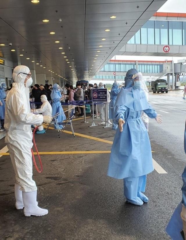 """Tiếp viên hàng không trước chuyến bay quốc tế cuối cùng trong """"bão dịch"""" - 3"""