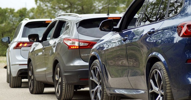 """Nghịch lý ô tô """"ngoại"""" bán giá """"nội"""" và cú trượt giá hàng loạt vì Covid-19"""