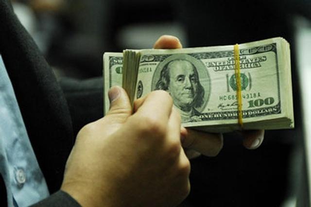 Giá USD bật tăng mạnh, chạm mốc cao 3 năm - 1