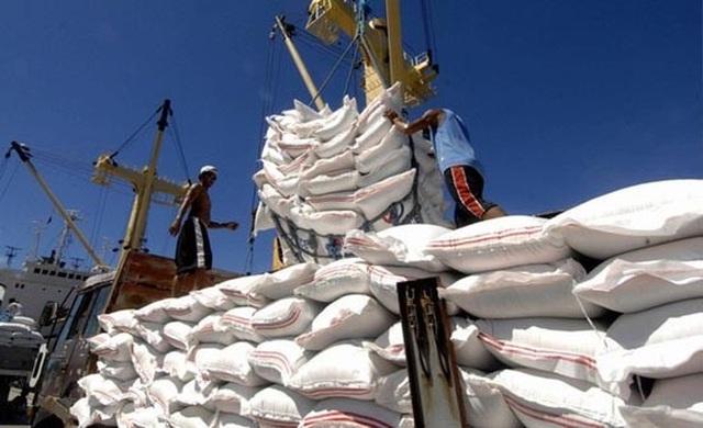 Bộ Công Thương bất ngờ đề nghị hoãn việc dừng xuất khẩu gạo - 1