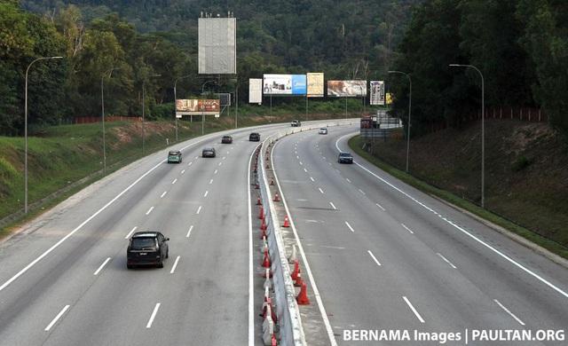 Malaysia yêu cầu một người một xe để ngăn chặn Covid-19 - 1