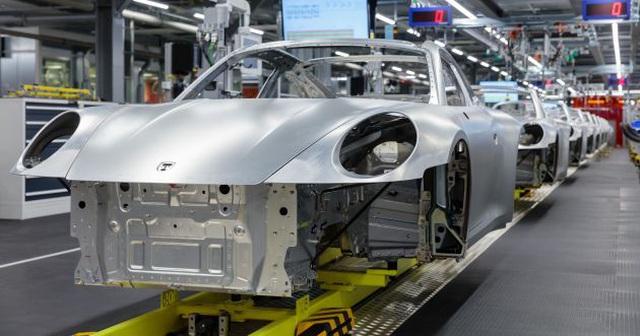 Porsche đóng cửa nhà máy, yêu cầu nhân viên làm việc từ xa - 1