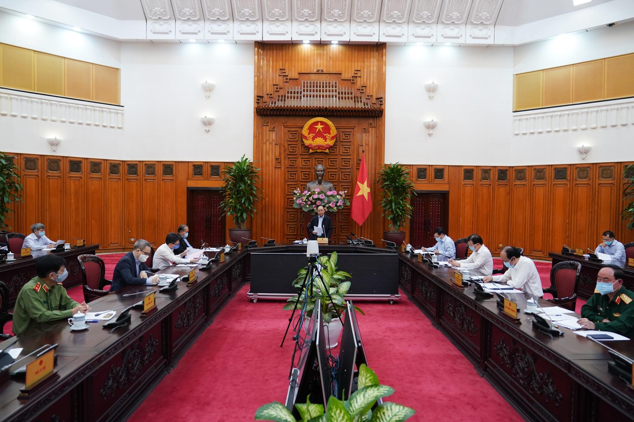 Thủ tướng chỉ đạo nên dừng việc đi lại, không tập trung quá 20 người