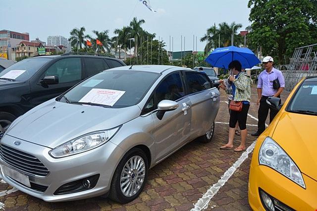 Vay tiền mua xe: Kẻ lao đao, người tính bán
