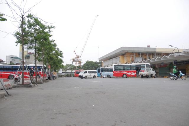 Hà Nội: Nhiều bến xe trống trơn trong ngày đầu dừng toàn bộ xe trên 9 chỗ - 13