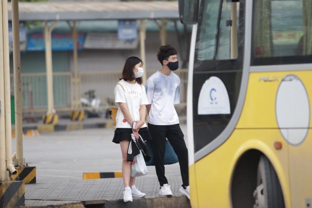 Hà Nội: Nhiều bến xe trống trơn trong ngày đầu dừng toàn bộ xe trên 9 chỗ - 15