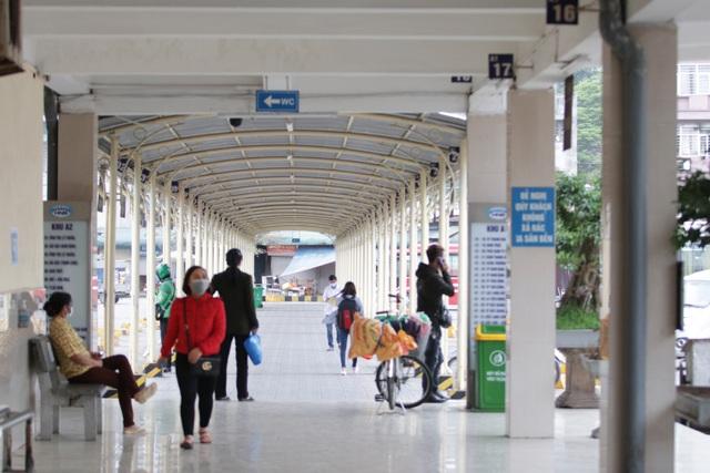 Hà Nội: Nhiều bến xe trống trơn trong ngày đầu dừng toàn bộ xe trên 9 chỗ - 17