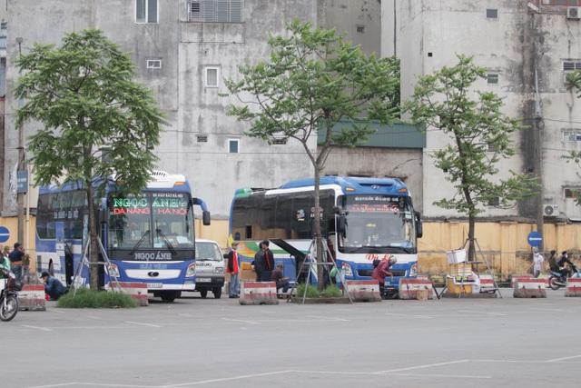 Hà Nội: Nhiều bến xe trống trơn trong ngày đầu dừng toàn bộ xe trên 9 chỗ - 19