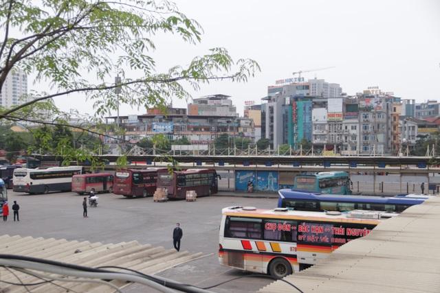 Hà Nội: Nhiều bến xe trống trơn trong ngày đầu dừng toàn bộ xe trên 9 chỗ - 9