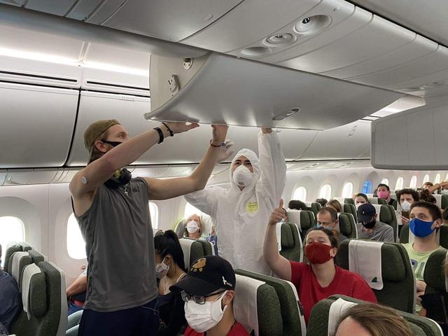 Việt Nam tổ chức chuyến bay nhân đạo đưa gần 200 người châu Âu về nước - 2