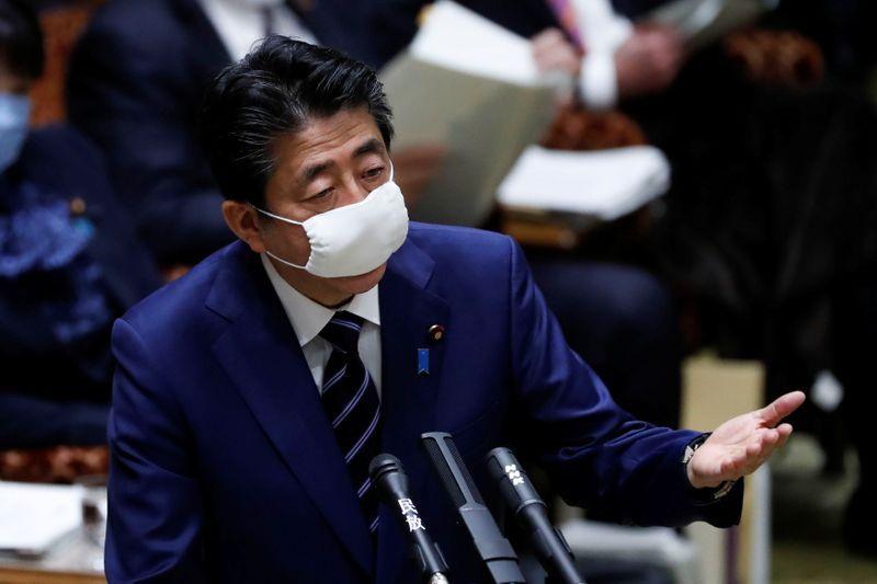Nhật Bản phát tiền cho 10 triệu gia đình bị ảnh hưởng nặng nề vì Covid-19
