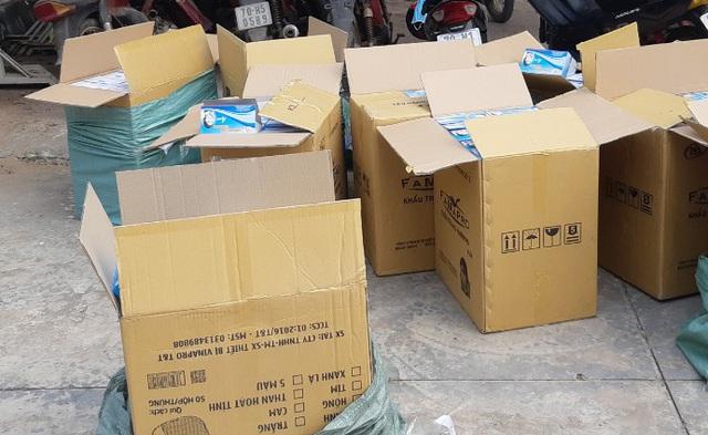 Thu giữ hơn 20.000 khẩu trang tái chế chuẩn bị đưa ra thị trường - 1