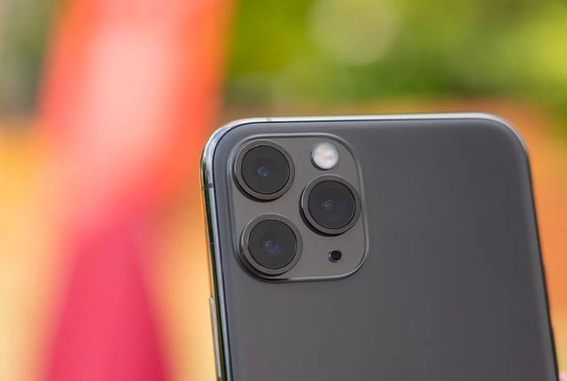 Apple thưởng đậm cho một hacker vì tìm ra lỗi trên iPhone - 1