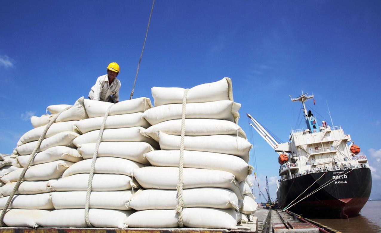 Giá gạo: Việt Nam xuất khẩu 10,6 triệu đồng/tấn, vẫn thua gạo của Thái Lan