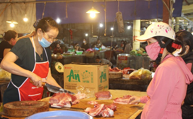 Giá lợn hơi giảm sâu, người tiêu dùng vẫn ít được hưởng lợi - 3