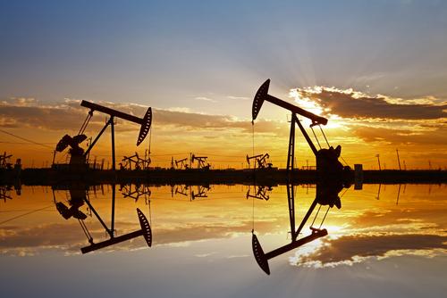 Giá dầu diễn biến khó lường trước cuộc họp giữa Nga và Ả Rập Xê Út