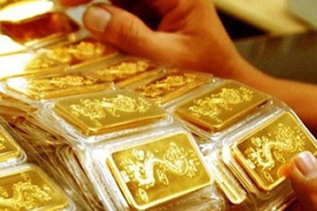Giá vàng sụt giảm từ đỉnh cao 7 năm - 1